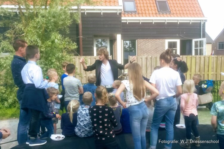 Reünie en dorpsfeest op Driessenschool in Grootschermer
