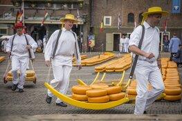 Suzanne den Dulk opent Alkmaarse kaasmarkt