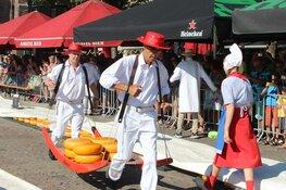 Oud-wielrenster Corry Boon opent kaasmarkt