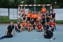 Wereldkampioenen laten handbaljeugd A&O genieten
